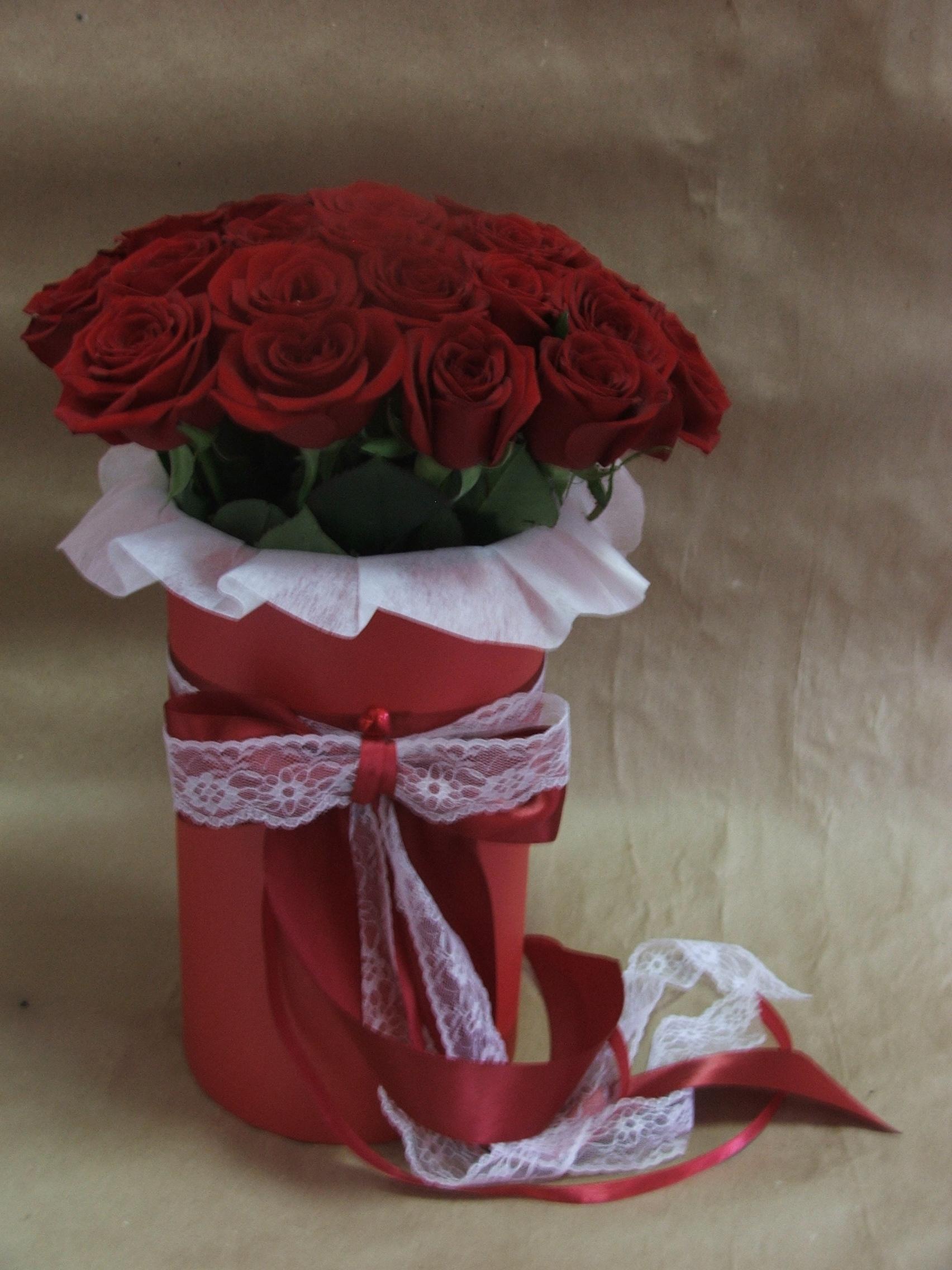 Цветы в шляпной коробке фото с днем рождения